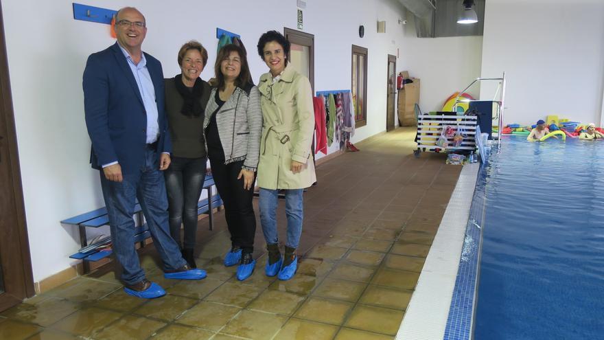 Visita a la piscina de rehabilitación del centro de la Asociación de Niños Especiales de La Palma.