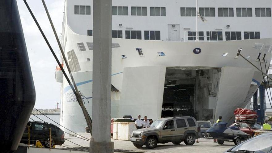 Muere un pasajero al intentar abandonar un ferry amarrado en Alicante