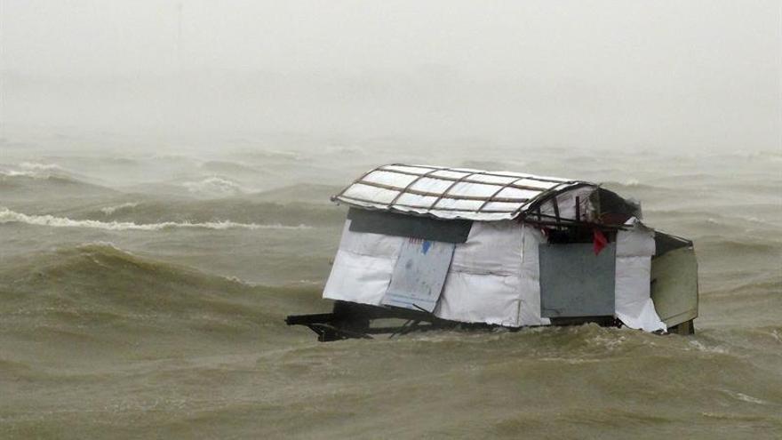 Al menos 3 muertos y 100.000 casas dañadas por el tifón Doksuri en Vietnam