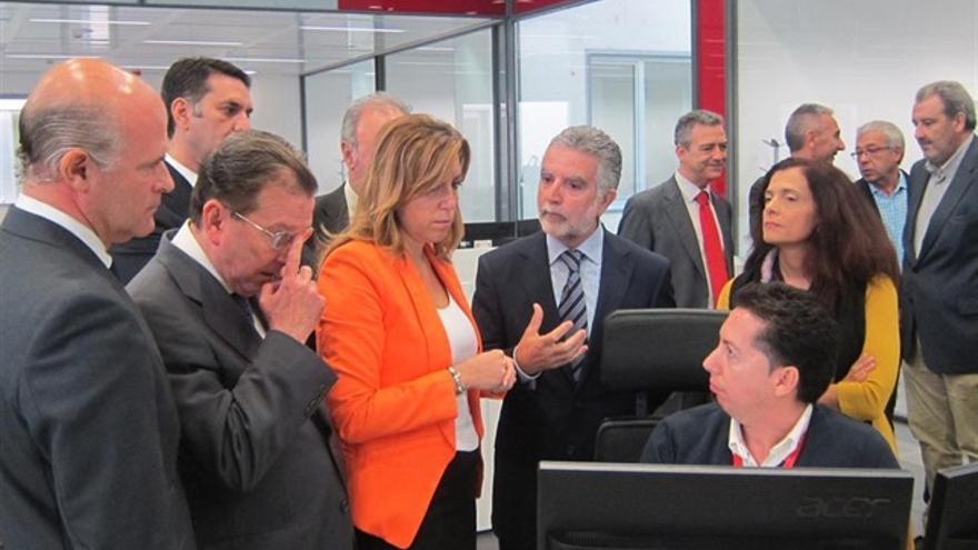 La expresidenta de la Junta Susana Díaz durante una visita al centro de operaciones de Emergencias 112 en Sevilla, en diciembre de 2013