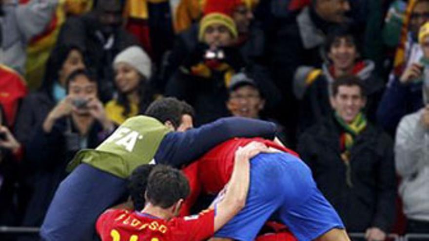 El cuarto gol de Villa en el Mundial mete a España en cuartos de final. (REUTERS)