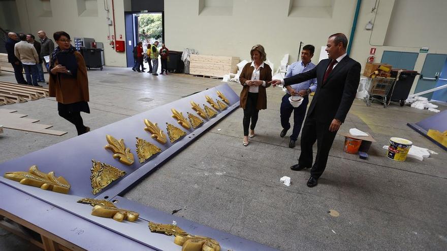 El alcalde de Las Palmas de Gran Canaria, Augusto Hidalgo, visita los preparativos del escenario del Carnaval.