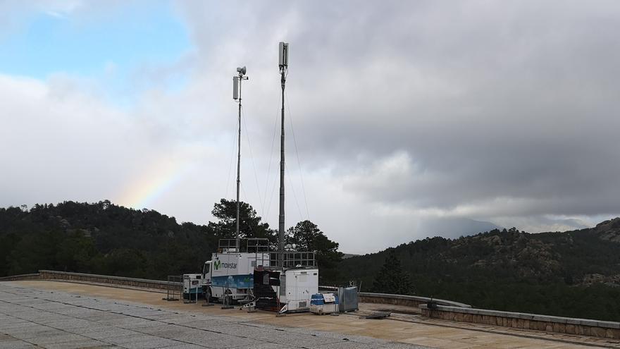 Instalan unas antenas para ampliar la red de teléfono