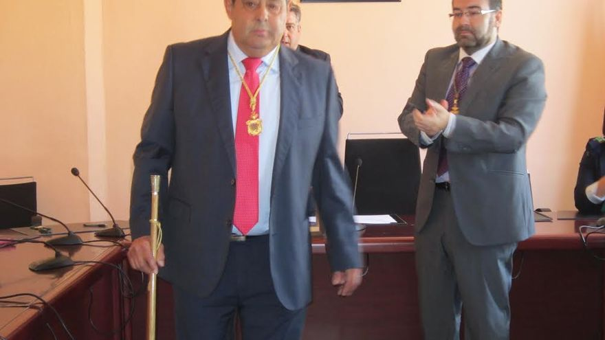 En la imagen de archivo, Blas Bravo en la toma de posesión de la Alcaldía que, en la pasado mandato, compartió con el PP. Foto: LUZ RODRÍGUEZ.