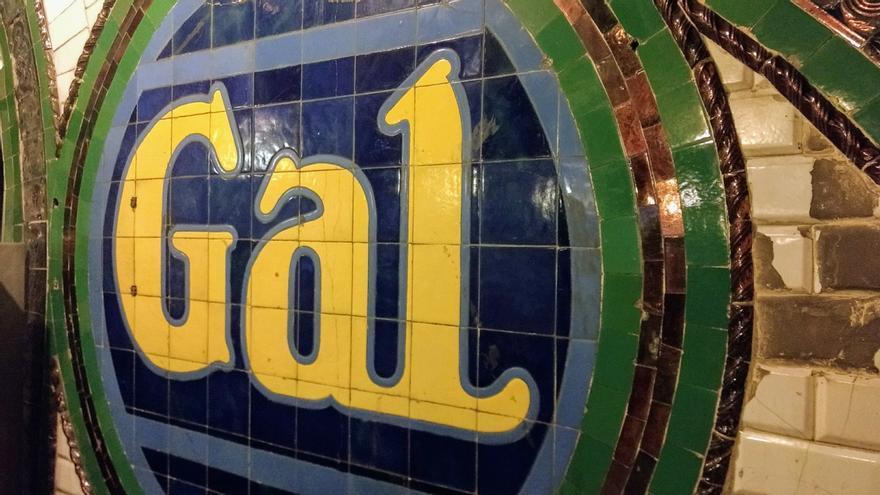 Anuncio de Gal en la estación de Chamberí