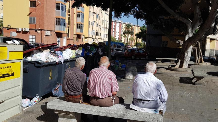 Contenedores de basura rebosando en Ciudad Alta