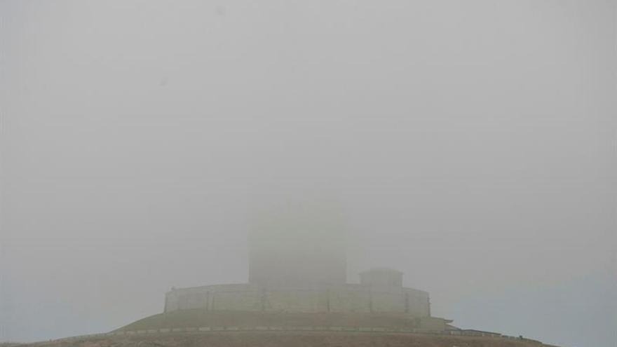 La niebla obliga a cerrar la A8 en Mondoñedo
