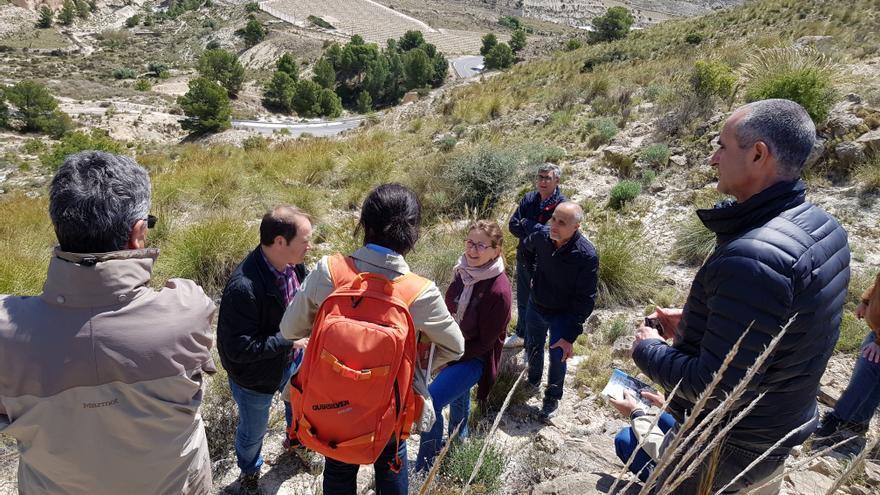 La consellera de Medio Ambiente, Elena Cebrián, ha visitado el yacimiento geológico
