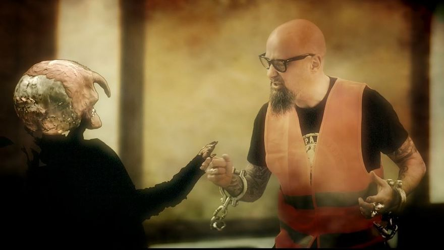 César Strawberry en su último videoclip