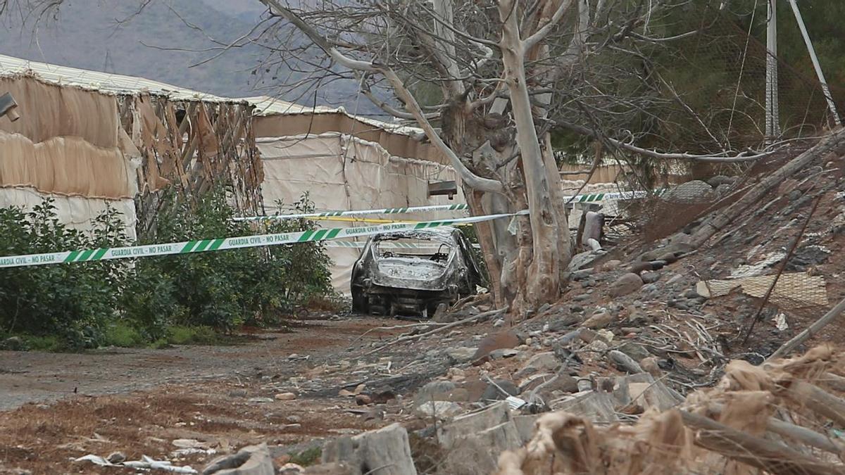 Vehículo calcinado en Pozo Izquierdo en el que se encontró un cadáver.