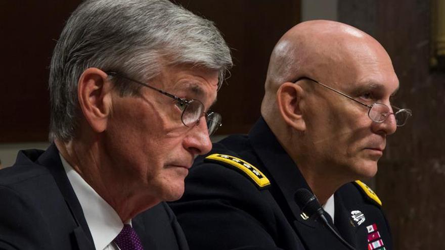 El Senado de EE.UU. confirma al primer secretario del Ejército abiertamente gay