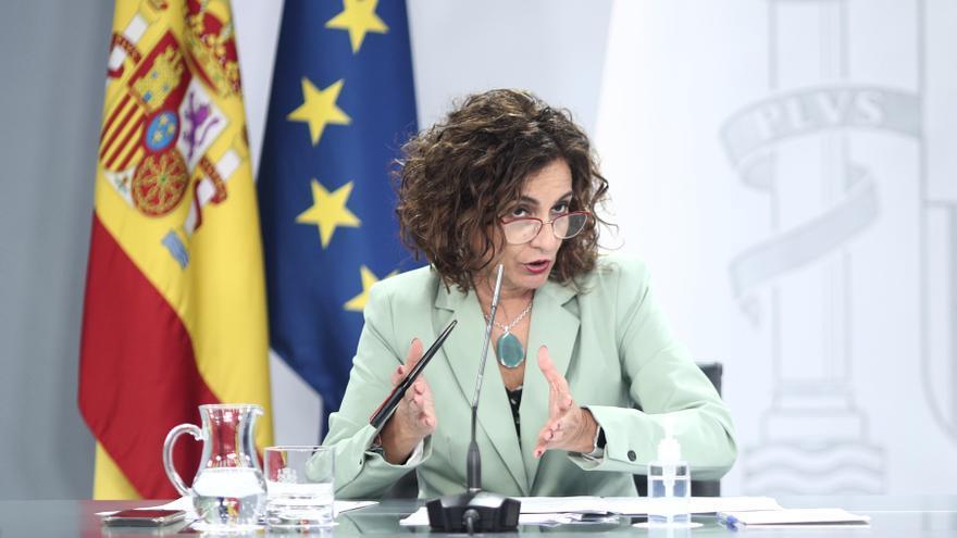 La ministra portavoz y de Hacienda, María Jesús Montero, interviene durante una rueda de prensa posterior al Consejo de Ministros en Moncloa