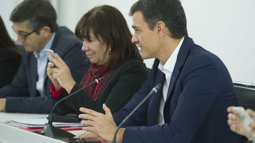 Sánchez pacta con Rajoy abrir la reforma constitucional en 2018 y apoyará el 155 si se aplica en Cataluña