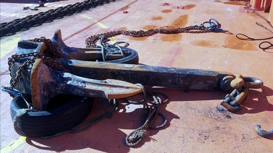 Recuperada el ancla de uno de los buques varados en 2012 en El Saler