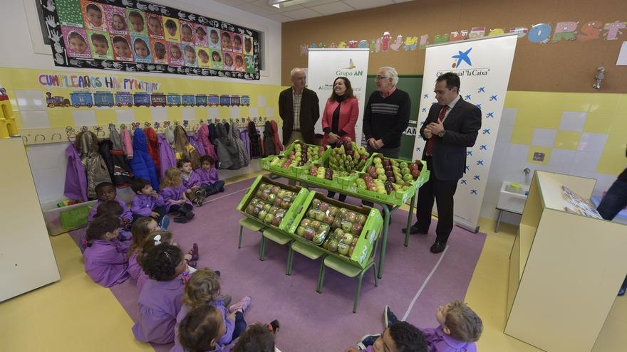Un total de 9.700 escolares almuerzan fruta tres días por semana gracias a una campaña sobre alimentación saludable
