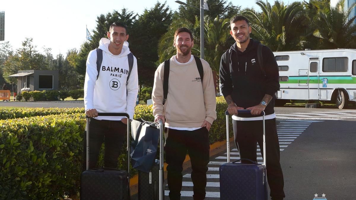 Messi arribó desde París junto a sus compañeros del PSG, Paredes y Di María.