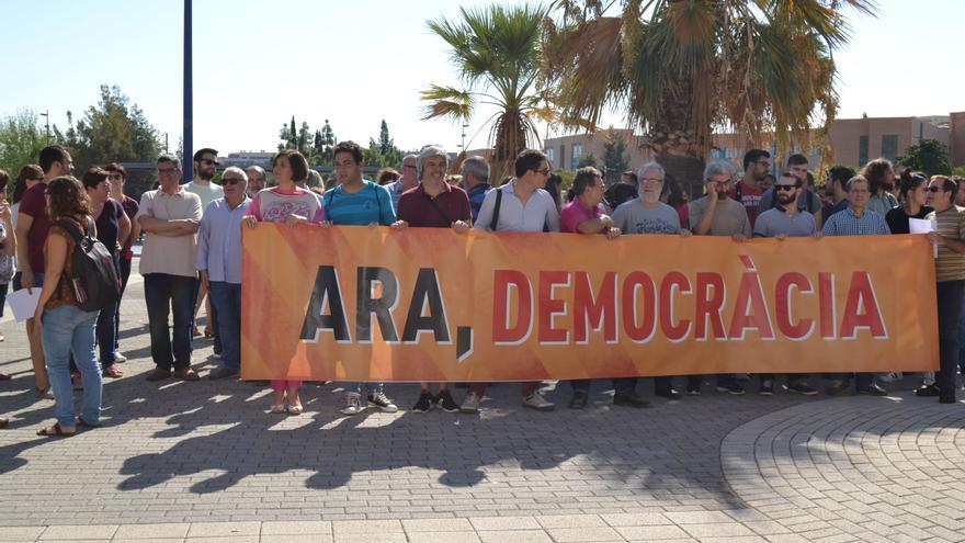 Concentración en la Universidad Jaume I de Castellón contra la actuación policial en Cataluña el 1 de octubre.