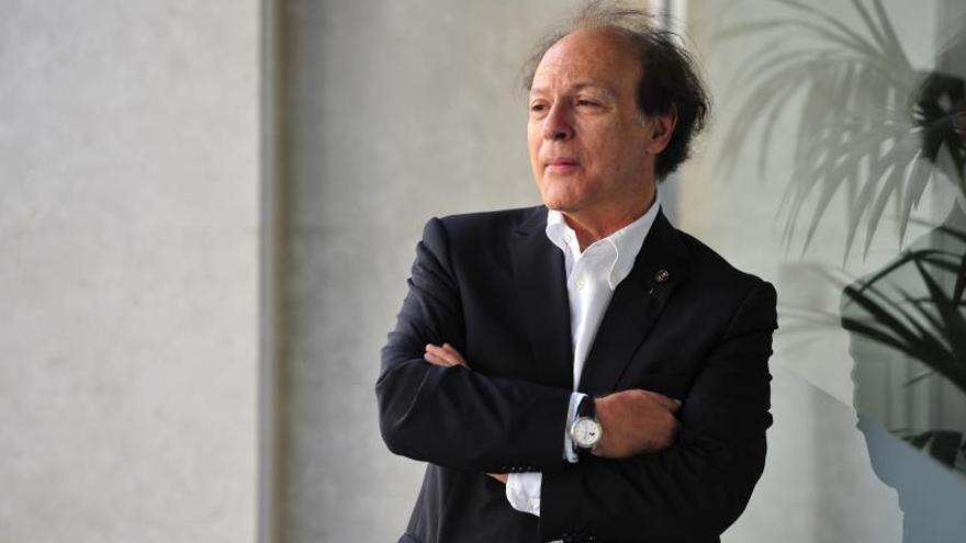 Javier Marías: En la política ya ni siquiera hay hipocresía, solo desfachatez