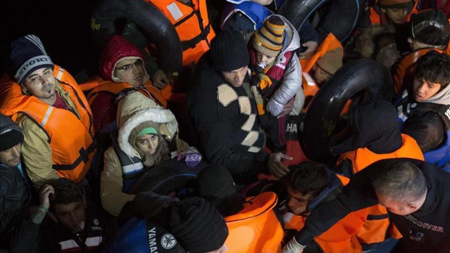 Mueren doce refugiados sirios e iraquíes al volcar su embarcación en el Egeo