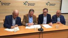 La Diputación de Teruel y la Comarca del Bajo Aragón firman un acuerdo por el mantenimiento de los caminos rurales