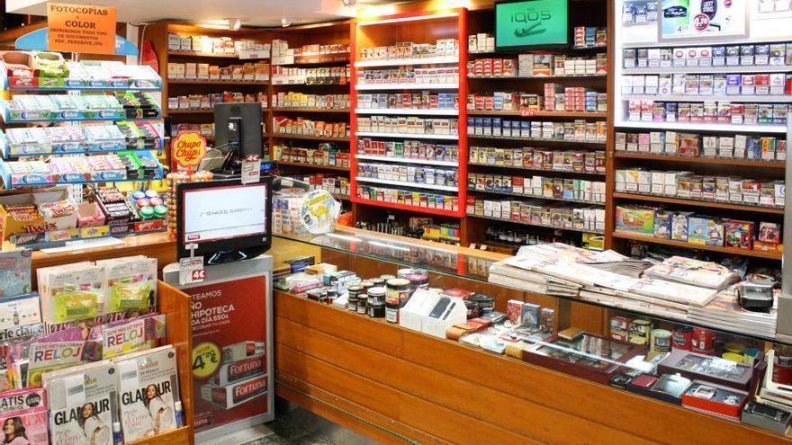 """Los estancos buscan alternativas al tabaco: """"Hemos perdido a todos los fumadores sociales"""