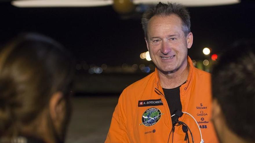 El Solar Impulse II despega de Sevilla con rumbo a El Cairo