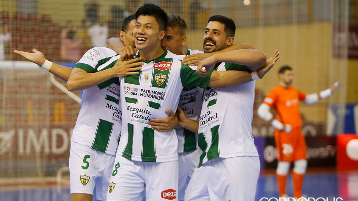Shimizu celebrando el gol ante el Barça
