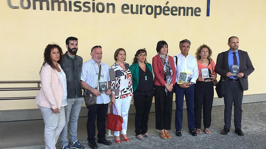 Víctimas del Alvia y Ana Miranda en la sede de la Comisión Europea
