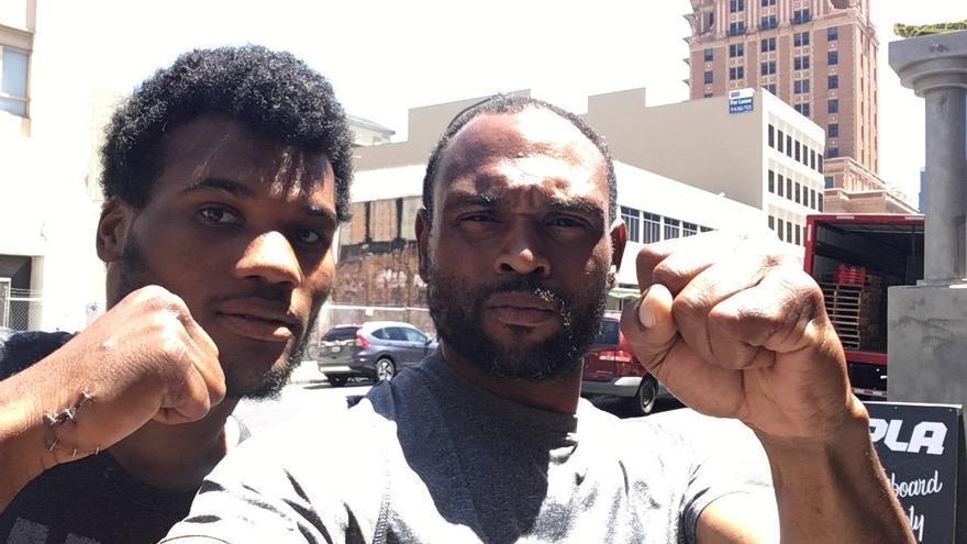 A la derecha Cedric O'Bannon, periodista agredido en EEUU // Facebook