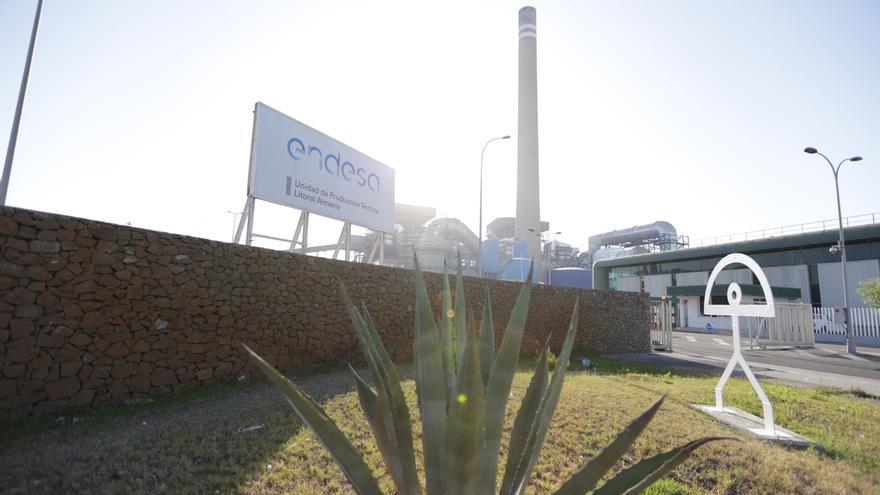 """La plantilla de Endesa vive con """"incertidumbre"""" el cierre de la planta de Almería"""