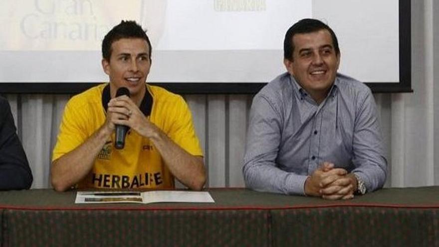 El exjugador del Gran Canaria Ryan Toolson y el exgerente del club Alberto Miranda
