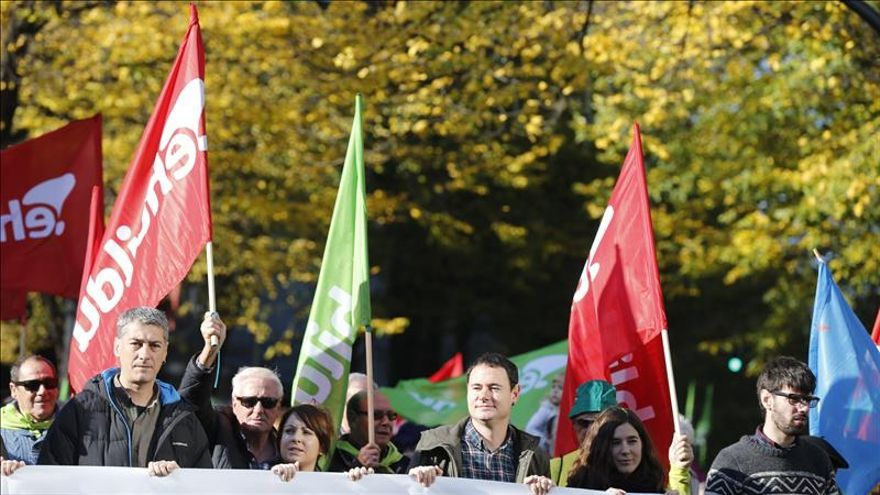 Miles de personas en la marcha de EH Bildu por la independencia en Bilbao