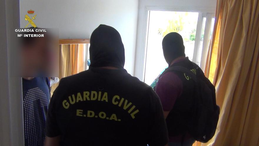 La Guardia Civil ha detenido por primera vez tras un atraco perpetrado en España a dos miembros de la banda 'Los Panteras Rosas'
