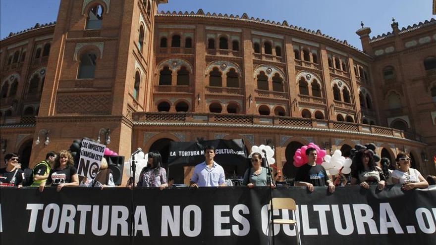 Protesta frente a la plaza de Las Ventas contra el maltrato animal