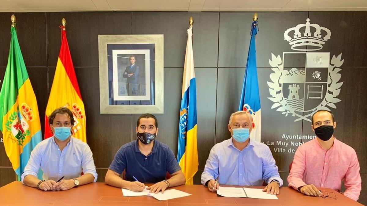 Firma del convenio entre el Ayuntamiento de Breña Baja y Radio Ecca.