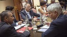 Rivero anuncia un adelanto de la consulta sobre las prospecciones
