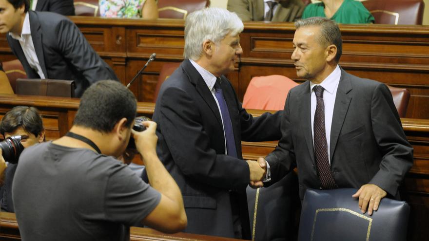 Paulino Rivero y José Miguel Pérez en un momento del pleno.