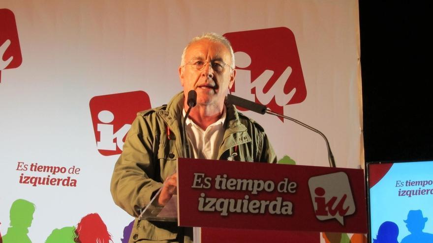"""Cayo Lara (IU) urge a """"derrotar"""" a los Gobiernos del PP, """"la suma de bandas organizadas para trincar"""