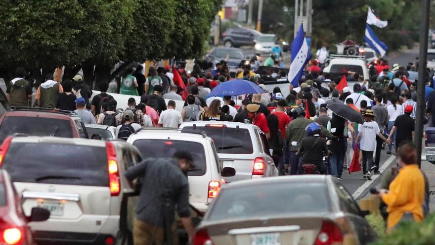Hondureños marchan contra las Zonas de Empleo en el aniversario del golpe de Estado