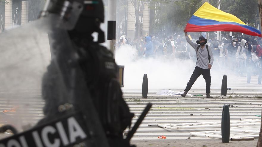 La FLIP denuncia agresiones a 19 periodistas durante protestas en Colombia