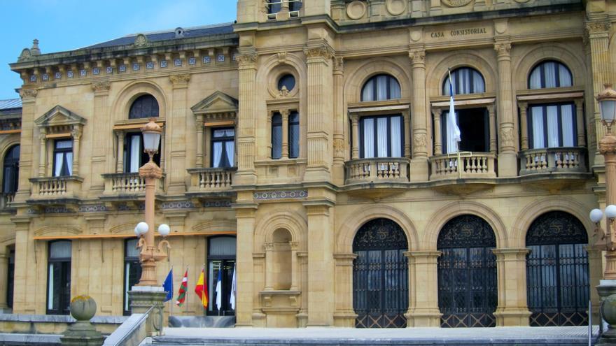 La oposición en el Ayuntamiento de San Sebastián apuesta por fórmulas como entidad local menor o distrito para Igeldo