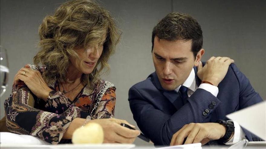Rivera insiste en pedir participación porque si es baja beneficiará al PP y al PSOE