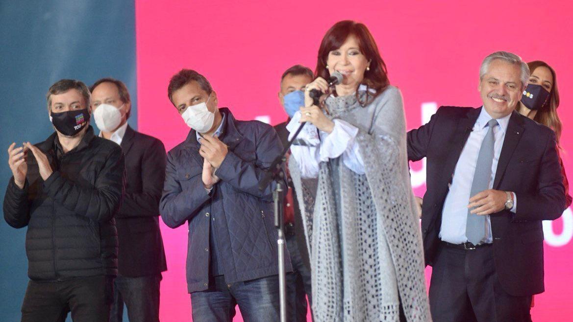 Alberto Fernández, Cristina Kirchner, Sergio Massa y Mäximo Kirchner durante el cierre de campaña del FdT en Tecnópolis