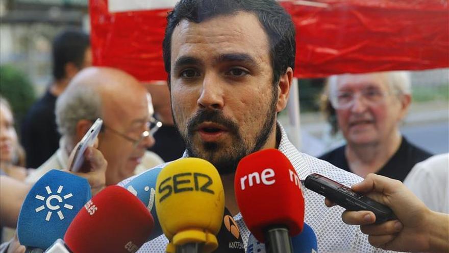 """Garzón (IU) se solidariza con los refugiados y reivindica el """"No a la guerra"""""""