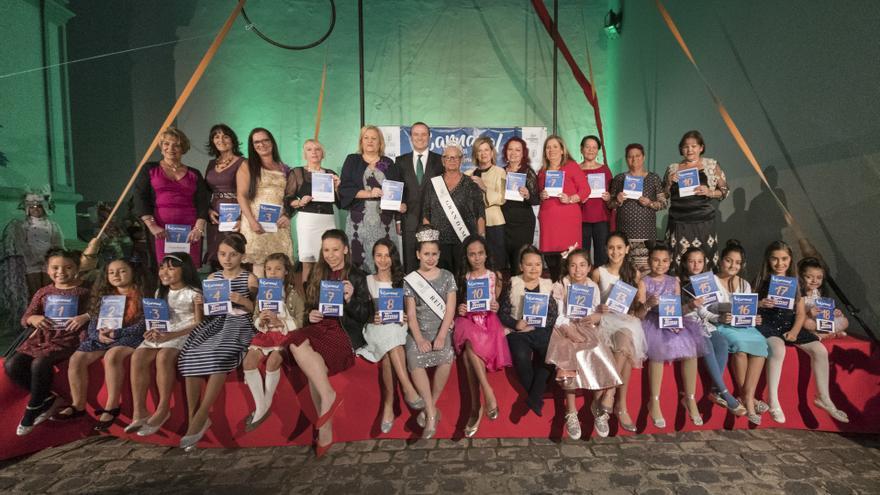 Presentación de las galas de la Gran Dama y la Reina Infantil