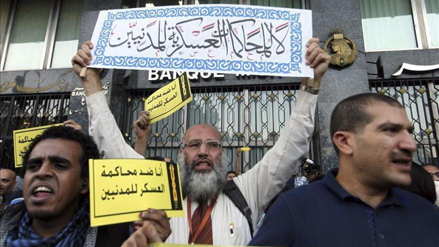 La policía egipcia dispersa manifestaciones contra la nueva ley que restringe las protestas