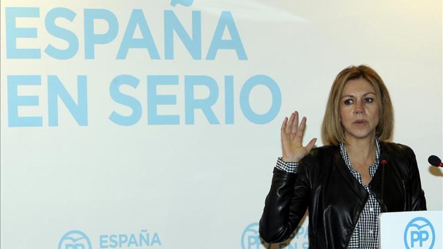 """Cospedal contrapone la """"dignidad"""" de Rajoy a la """"soberbia y mentiras"""" de Sánchez"""