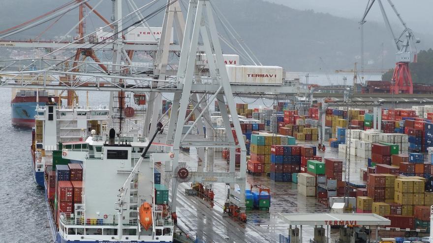La CNMC multa con 3,4 millones a empresas y sindicatos de la estiba de Vigo
