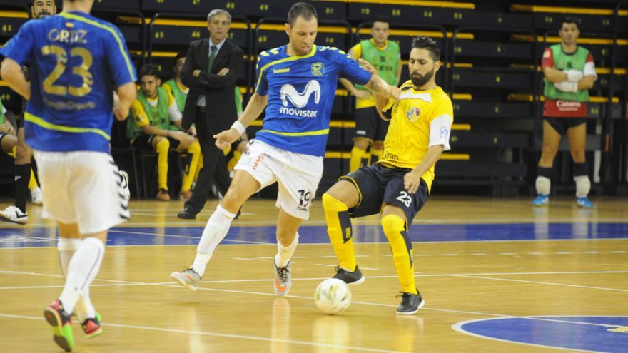 El Movistar Inter y el Gran Canaria Fútbol Sala durante el encuentro disputado en el CID. (colegiosarenasgrancanaria.com).