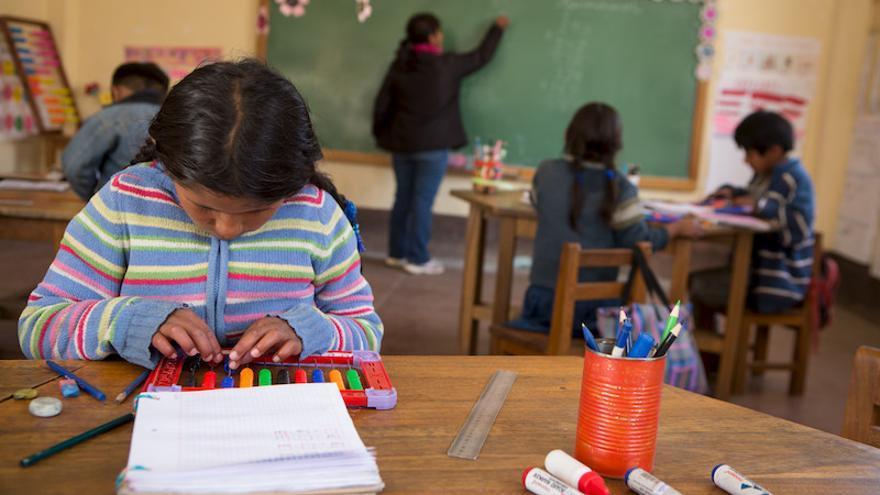 Niños y niñas estudian en la escuela de Santa Rosalía, en Bolivia. Salva Campillo / AeA